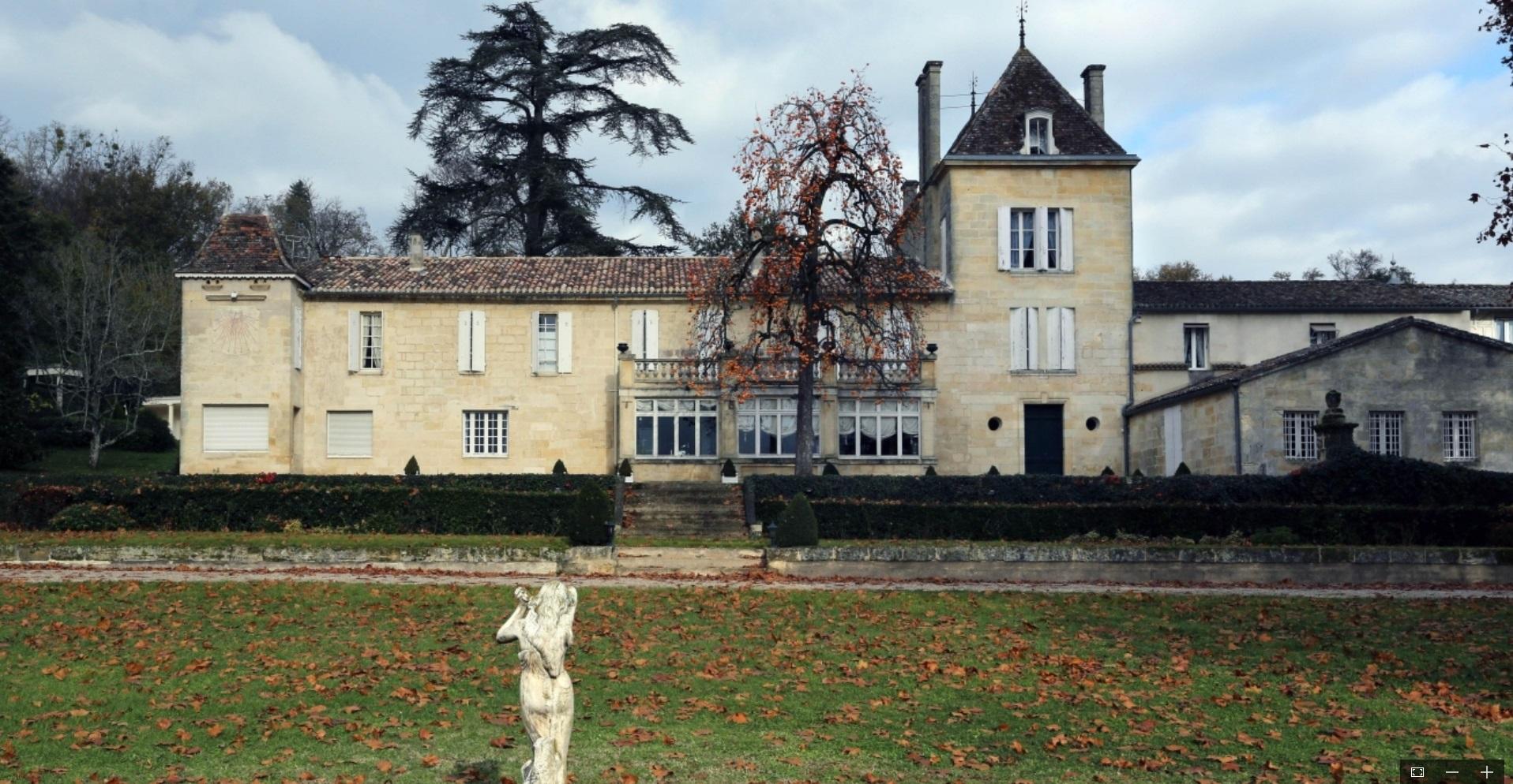 Le Château Bellefont-Belcier sous pavillon chinois.