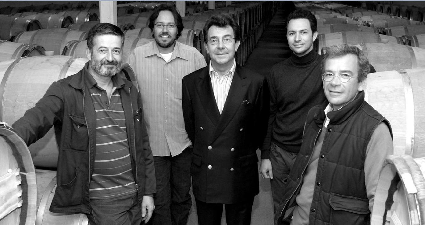 Les propriétaires Philippe et Matthieu Cuvelier et l'équipe